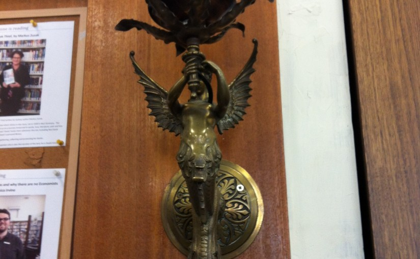 Arts and Craft : Art Nouveau Bronze Lamp Holder