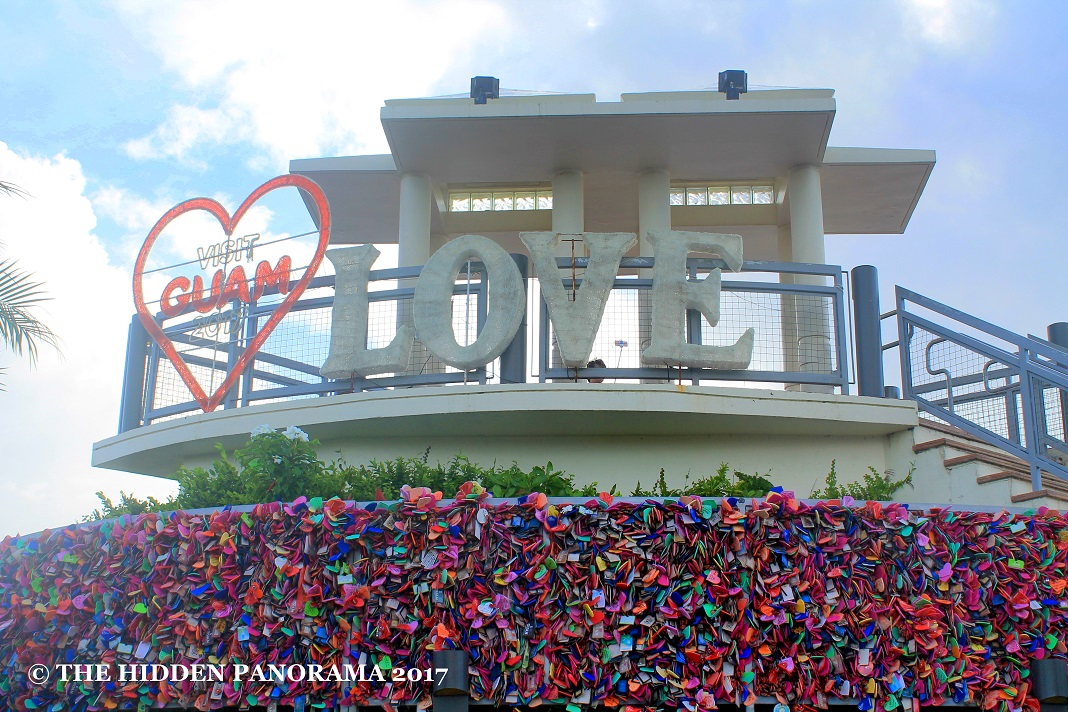 Colors : Heart Lock Wall at Puntan Dos Amantes (Two Lovers Point)