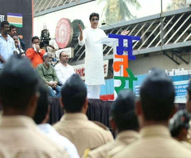 CAA: नागरिकता का प्रूफ मांग रहे MNS कार्यकर्ता, पुणे पुलिस भी साथ में मौजूद