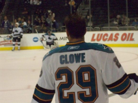 Clowe will be wearing his familiar #29 with the Devils this season.