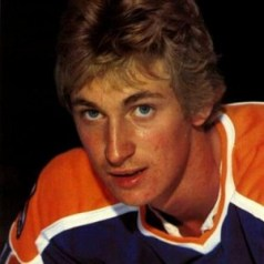 Wayne Gretzky brought one last glimmer for the WHA but he was too young to save the league from financial woes.