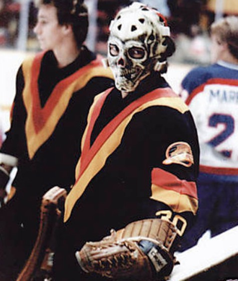 The 10 coolest old school nhl goalie masks for The bromley