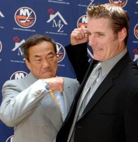 Islanders owner Charles Wang and GM Garth Snow share a fist-bump