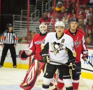 Chris Kunitz needs to find ice time on the 1st power play unit (Tom Turk/THW)