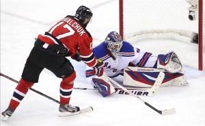 Lundqvist beats Devils