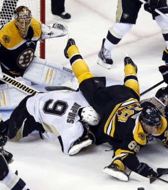 The Pittsburgh Penguins couldn't find a way to beat Tuukka Rask. (Greg M. Cooper-USA TODAY Sports)