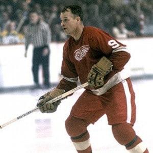 Gordie Howe hat trick, Detroit Red Wings