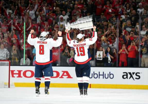 Nicklas Backstrom (19) hoists the Stanley Cup