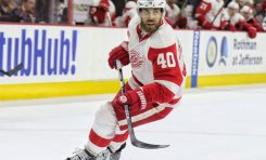 Can Red Wings Extend Playoff Streak?