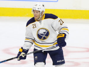 Kyle Okposo, Philadelphia Flyers vs Buffalo Sabres - October 25, 2016 (Amy Irvin / The Hockey Writers)