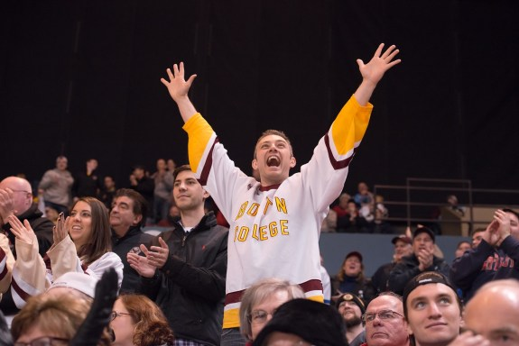 https://pixabay.com/en/hockey-sport-ice-hockey-fan-team-935951/