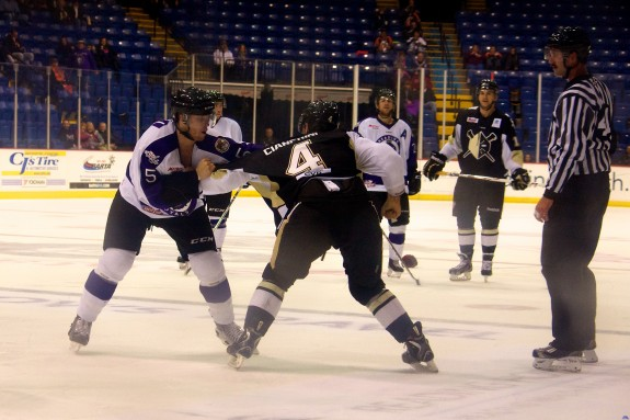 Reading Royals' Mike Banwell faces off with Wheeling Nailers' Paul Cianfrini. (Annie Erling Gofus/The Hockey Writers)