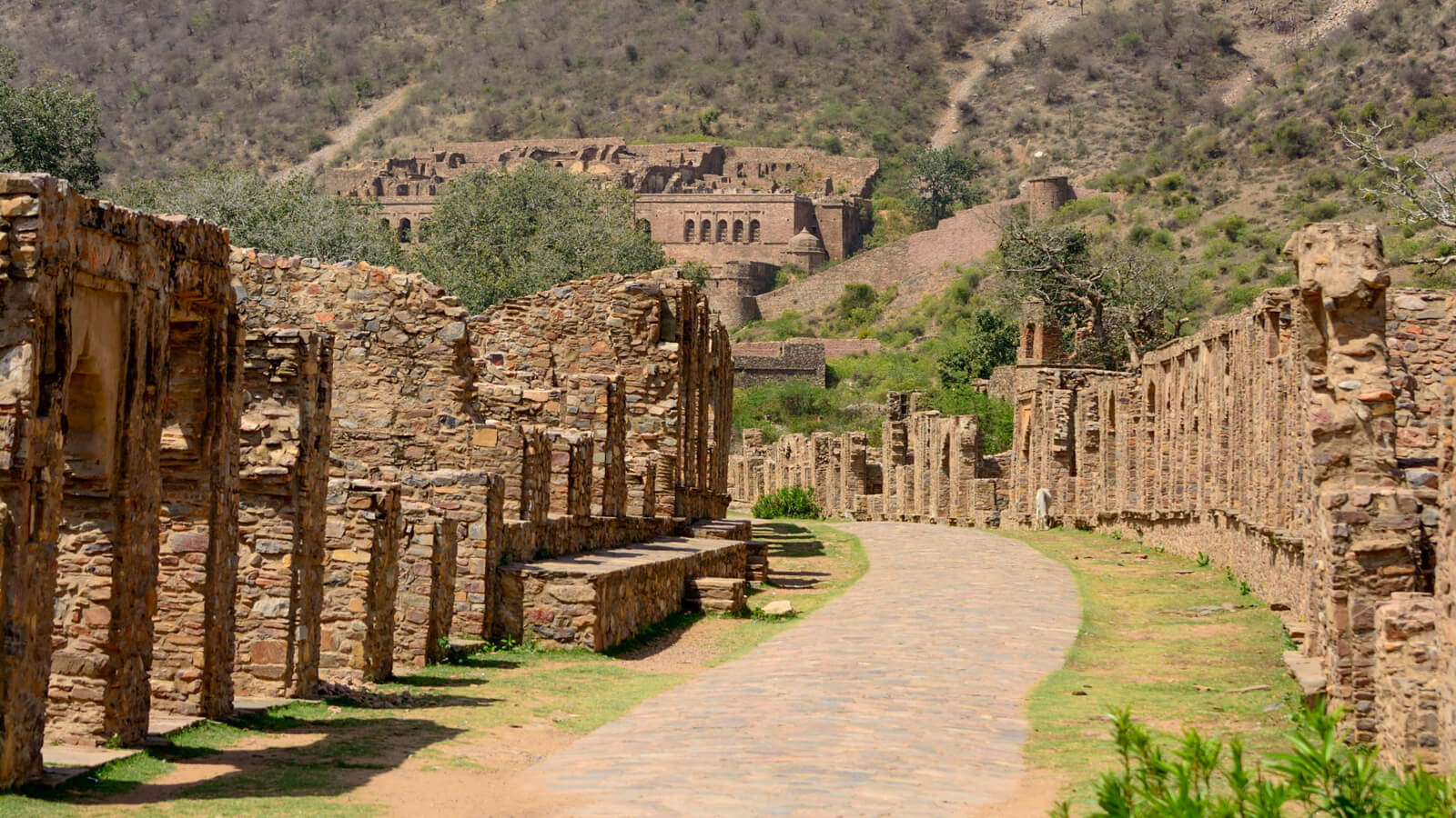 The haunted Bhangarh Fort in Rajasthan, India is not far from Jaipur
