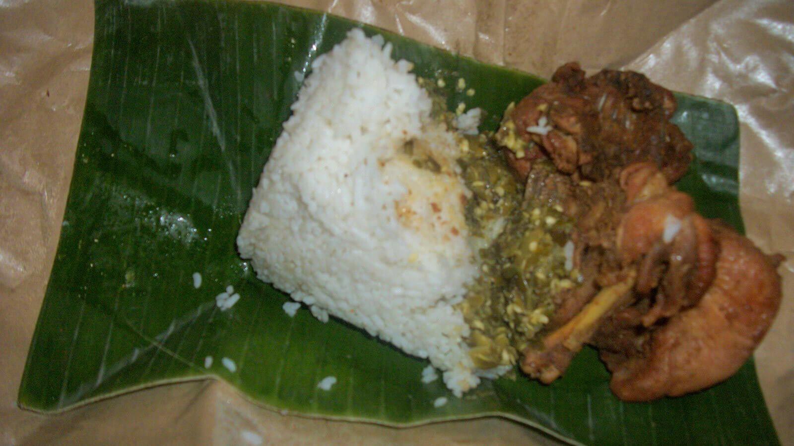 "Indonesian ""take-away"" food comes in banana leaves"