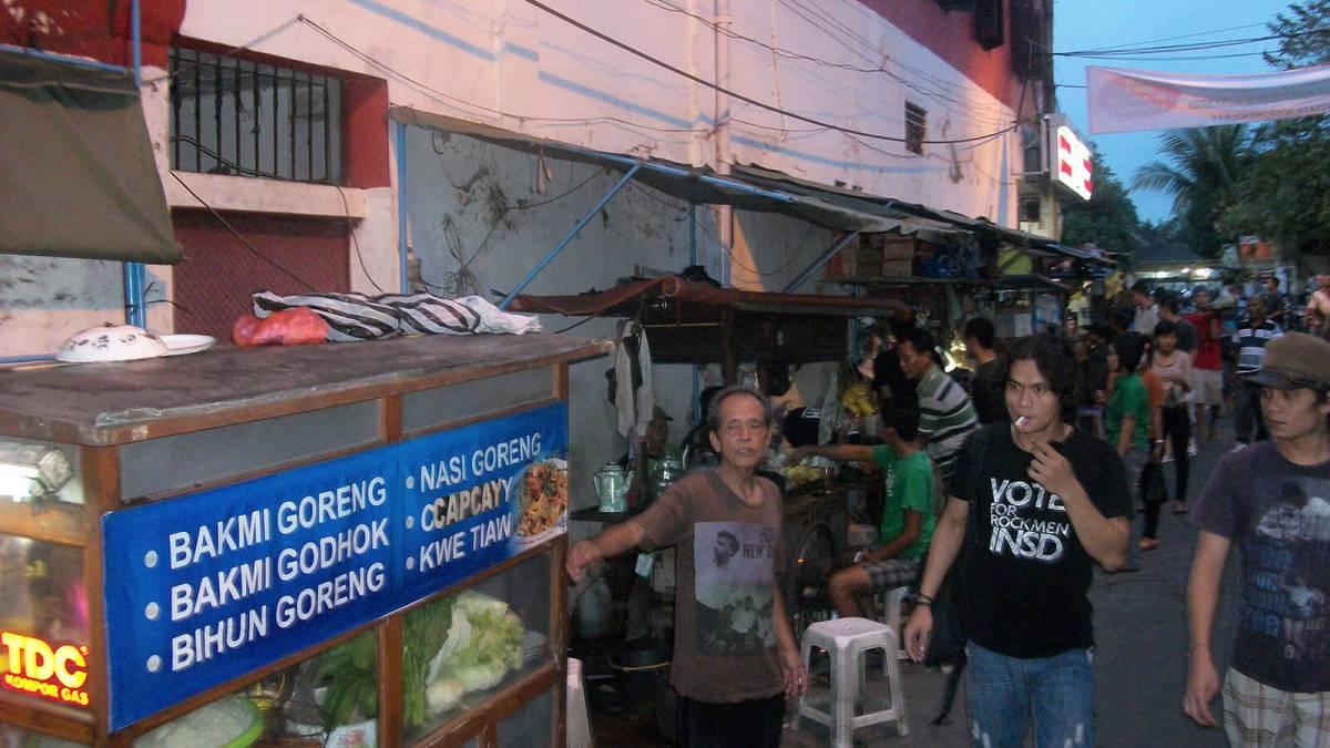 Jalan Sosrowijayan in Yogyakarta, Indonesian street food alley
