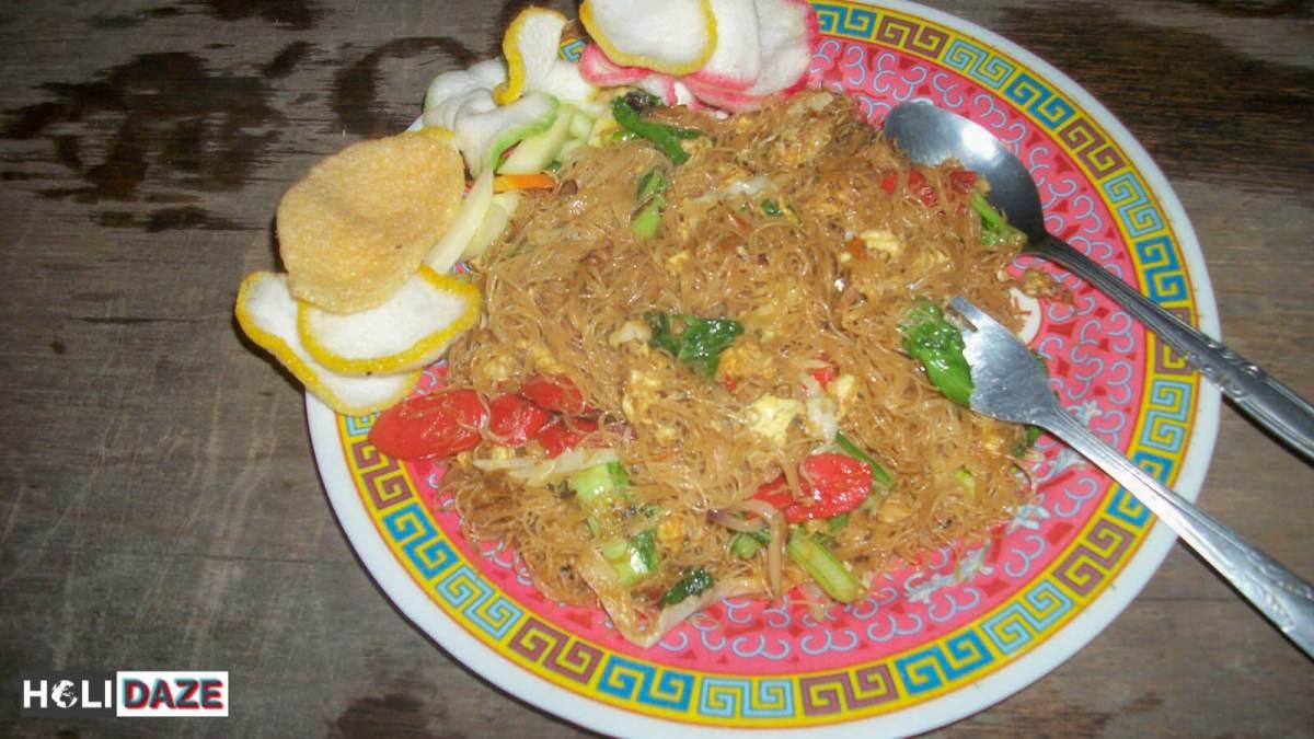 Indonesian Food Cheat Sheet: Mie Goreng Ayam