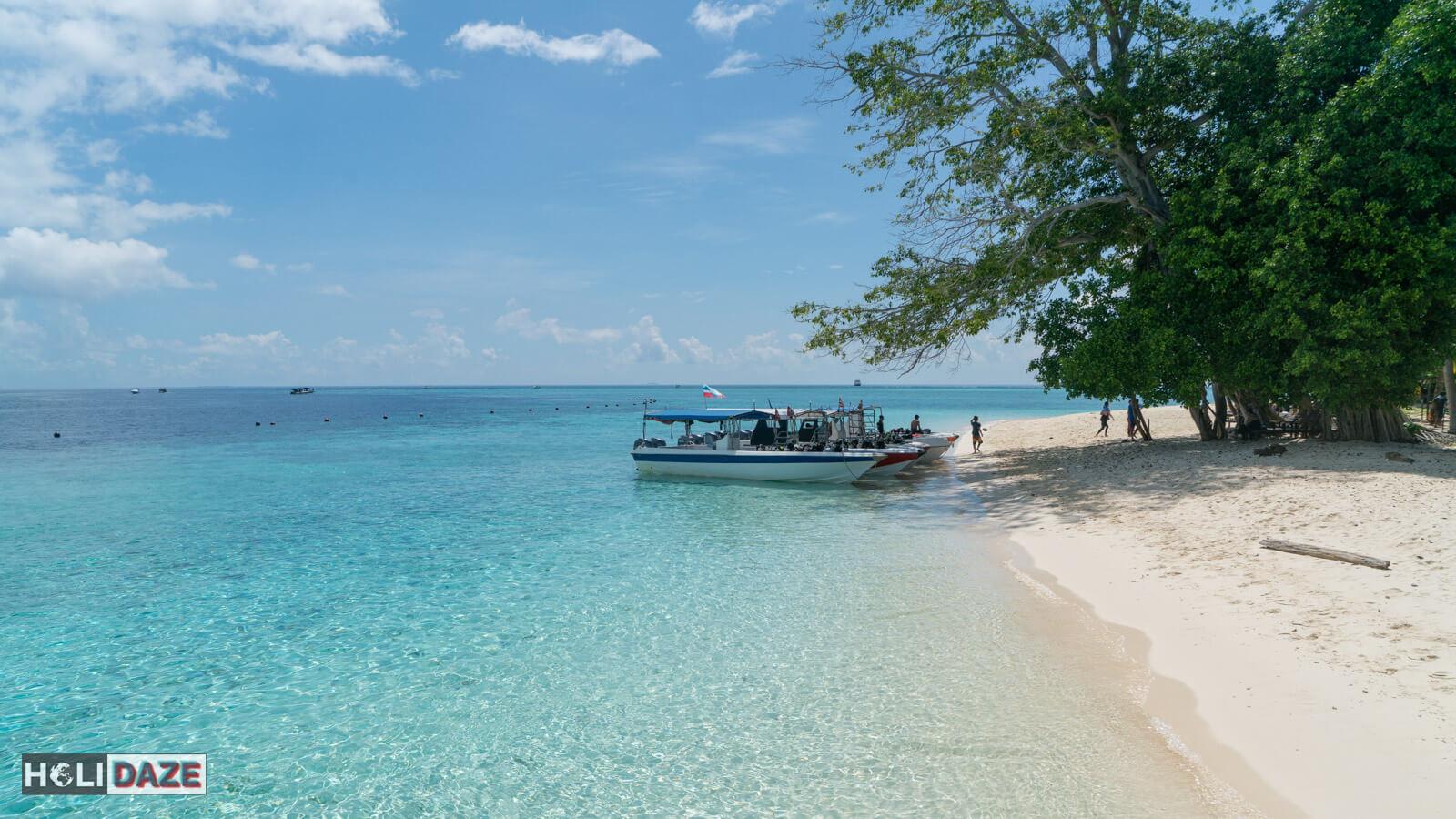 Pantai di Pulau Sipadan