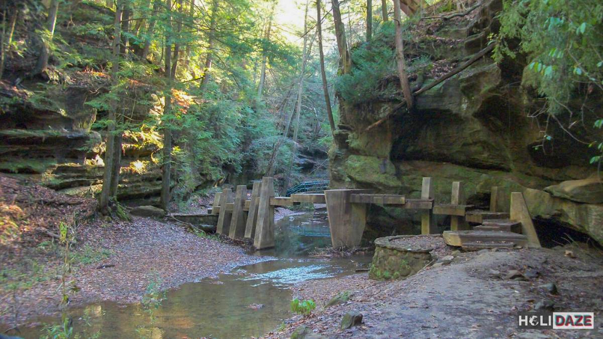 Hiking to Old Man's Cave in Hocking Hills, Ohio