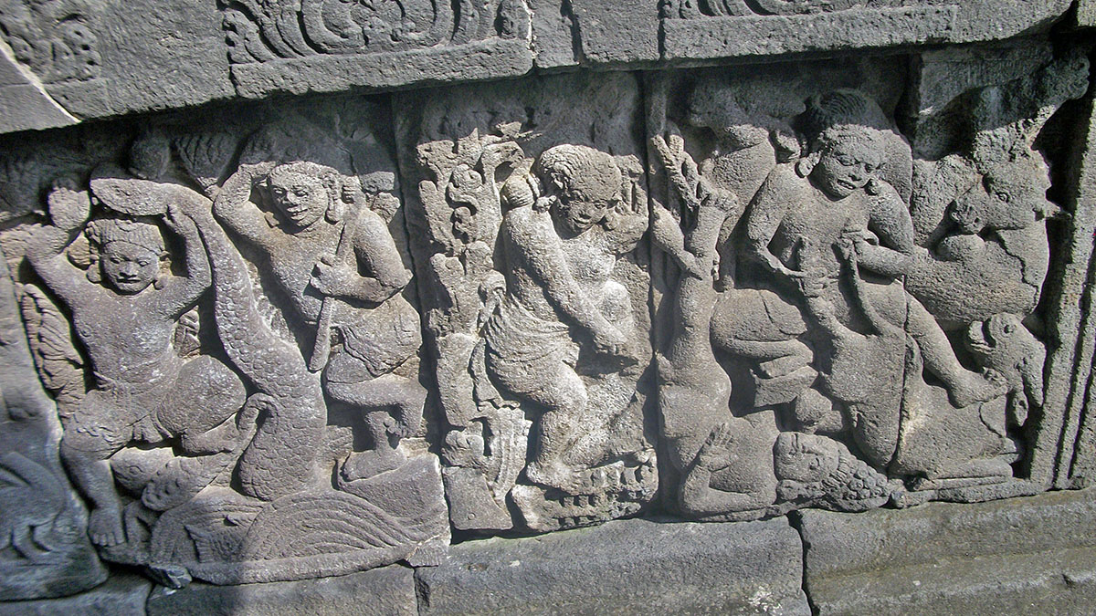 FriFotos: Scenes Of Passion At Prambanan