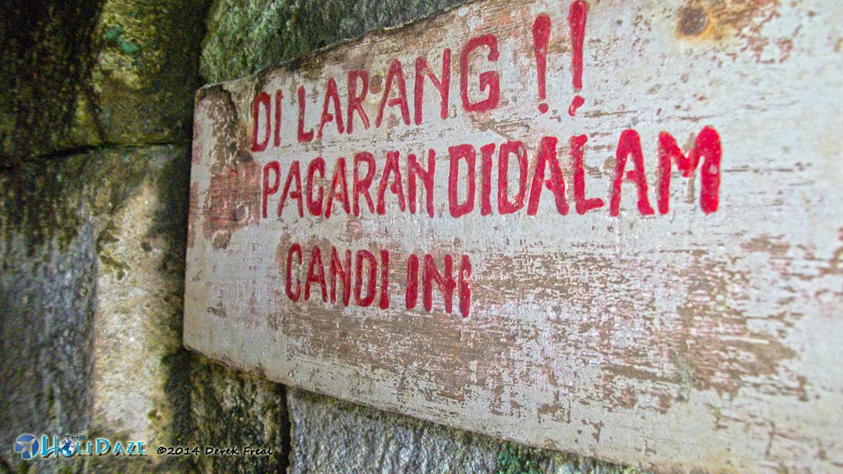 Sign At Candi Selogriyo