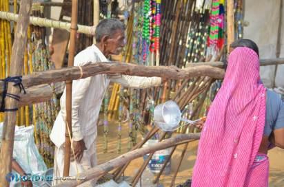 Haggling at the Pushkar Camel Fair 2015