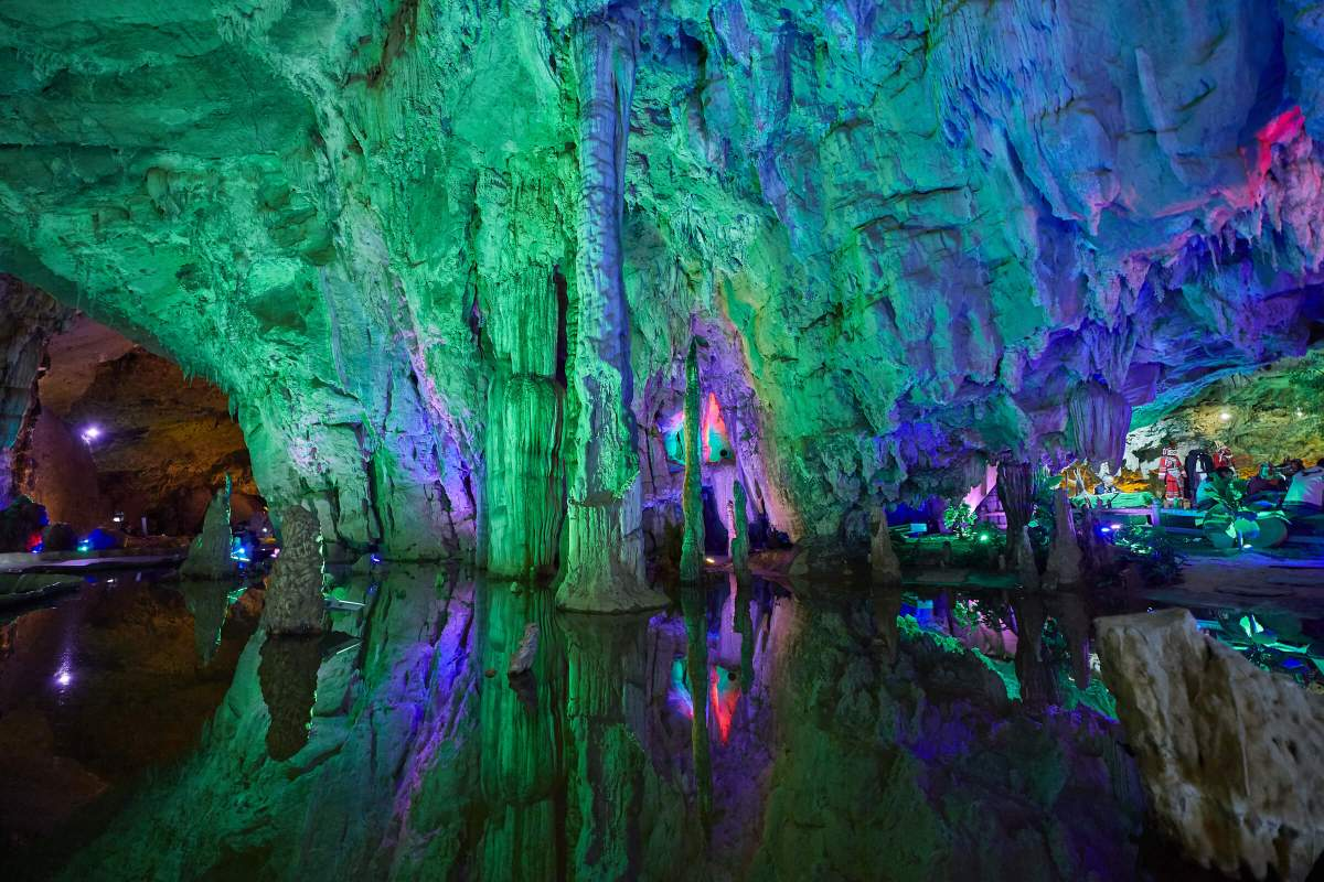 Jiuxiang Scenic Area is full of caves, rivers, mountains and valleys