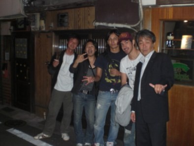 Making friends at Nonbei Yokocho, Shibuya ward