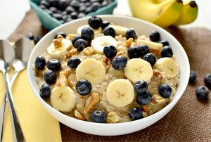 http://iowagirleats.com/2013/04/23/blueberry-banana-nut-oatmeal/