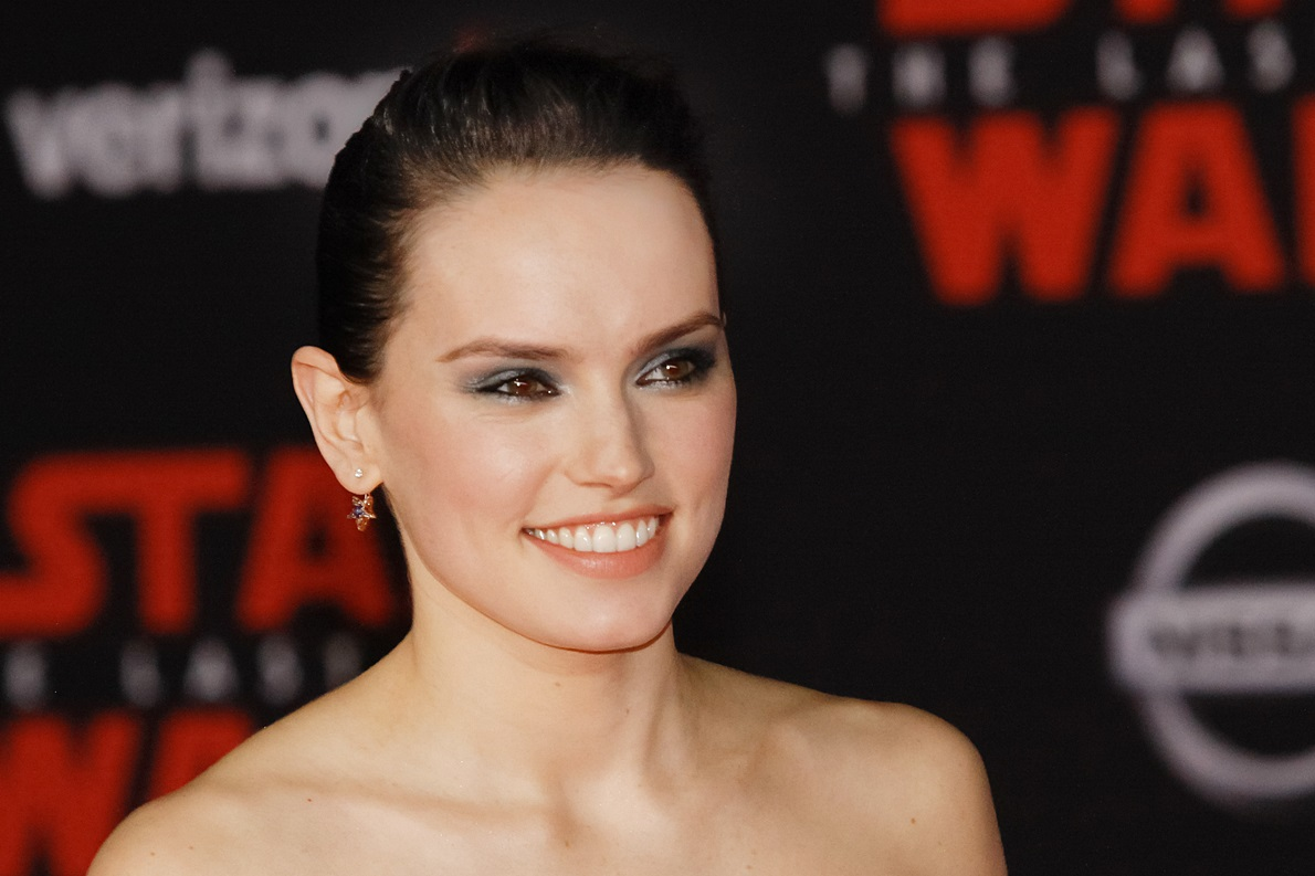 """78ce8b5a058d Daisy Ridley at the World Premiere of Lucasfilm s """"Star Wars  The Last  Jedi"""" held at the Shrine Auditorium in Los Angeles"""