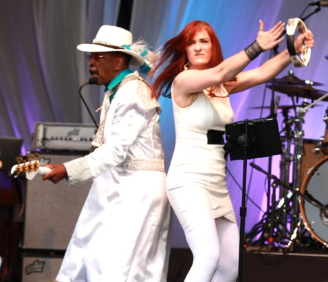 Larry Graham and Lead singer getting down. (Photo Credit: MIKEY ADAM COHEN AND JACK COHEN OF SMOOTH JAZZ LIVE'S TOP 25 AND ACCESS MEDIA)