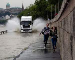 Fleeing truck splash