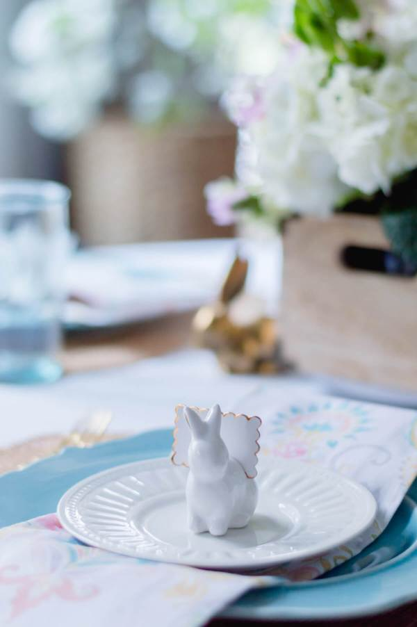 Beautiful and Simple Spring Tablescape - The Home I Create