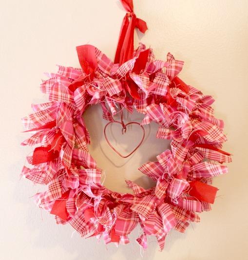 Shabby-chic-Valentine-plaid-Rag-Wreath.intelligentdomestications.com_
