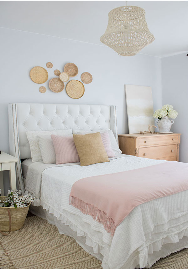 Bedroom design ideas for small rooms, love the wall decor!