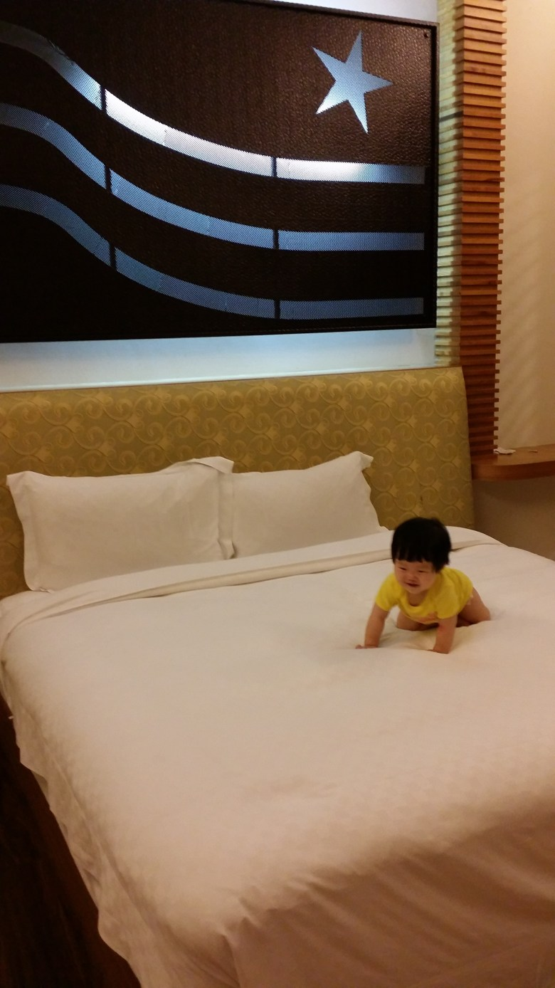 Vera on hotel bed Star Vista Cingjing travel with baby