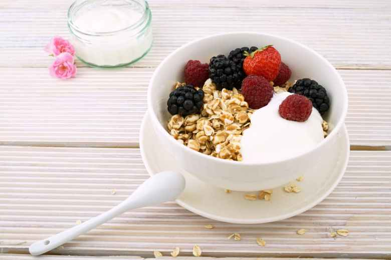 healthy cereal and fruit for breastfeeding mum diet