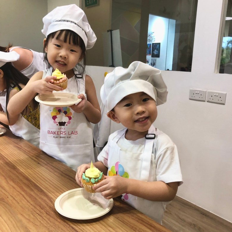 kids decorate cupcakes baking class
