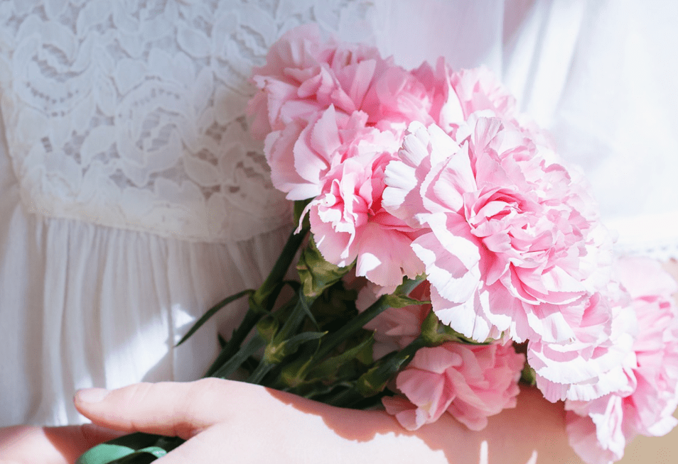 pink hand bouquet flowers for mum