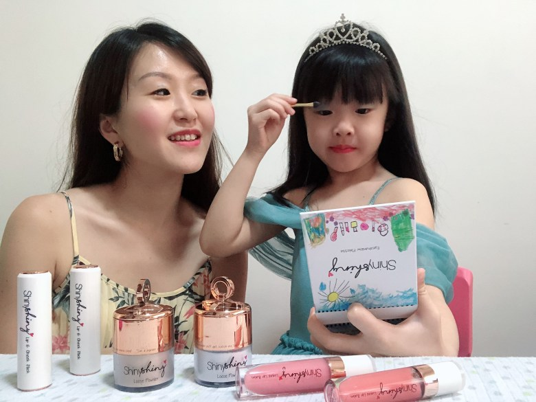daughter using kids-friendly eyeshadow review singapore ShinyShiny