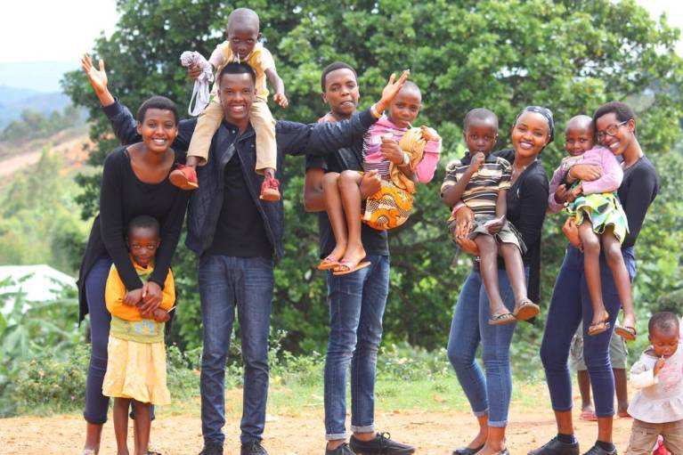 families, mom, dad, eight kids, black family