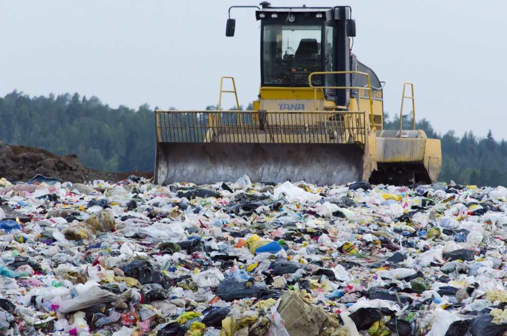 Bulldozer, landfill