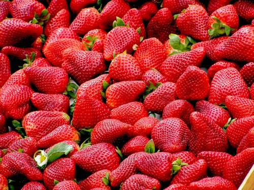 large pile of strawberries