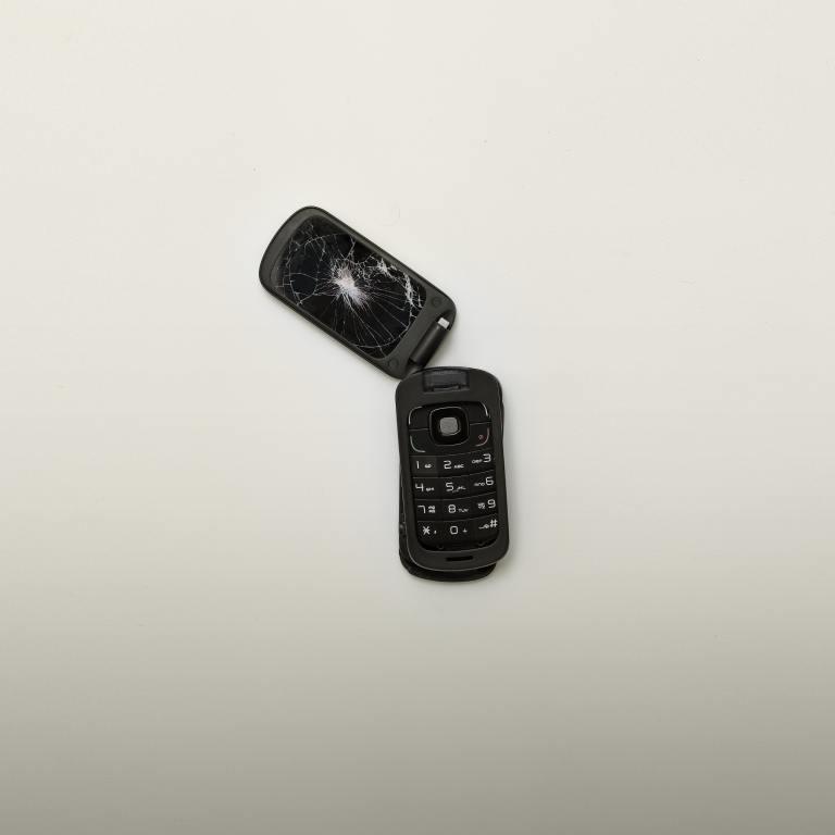 My break-up with technology, broken phone