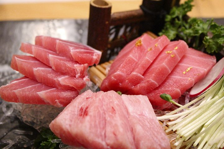 platter of raw tuna