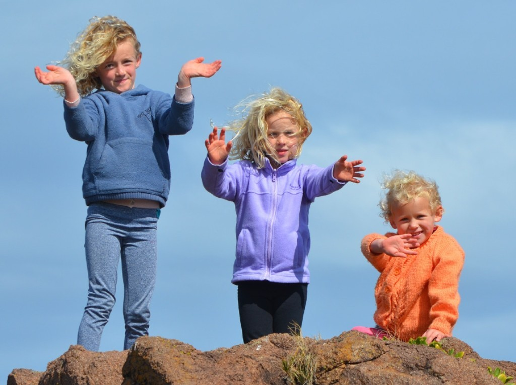 3 Girls play outdoor