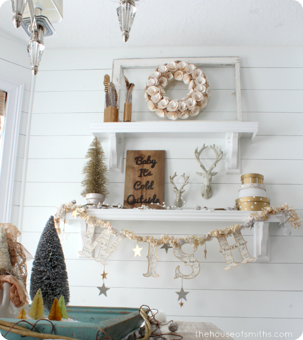 Gold Christmas home decor - thehouseofsmiths.com #golddecor #christmasdecorating #houseofsmiths #christmasshelfdecor #christmasdecoratingideas