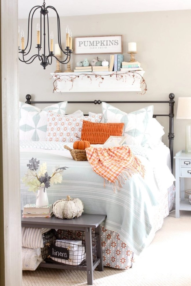 Cozy fall bedroom inspiration picture.