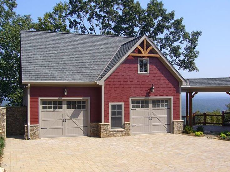 Carriage House With 2-Car Garage