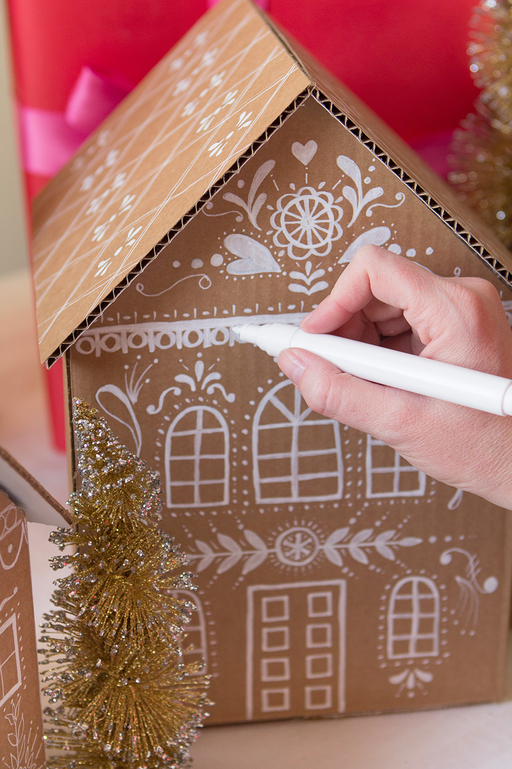 See below for the full Gingerbread house gift box tutorial!