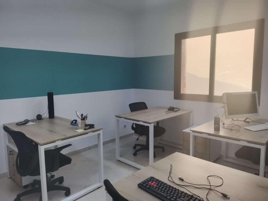 bureau pricé et privatif meublé the hub coworking space tunis lac 1